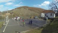 Oborri-i-shkollave-ku-luajne-femijet-shqiptare-dhe-serb
